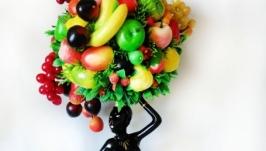 Эфиопка′ держащая на голове корзину с фруктами!