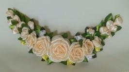Украшение воротника ′Персиковые розы′