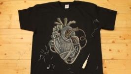 Футболка с росписью ′Механическое сердце′