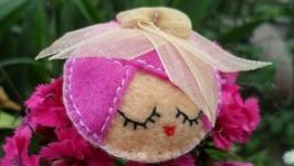 Брошка ′Мадам в рожевому′