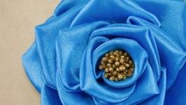 Брошка с голубой розой из лент