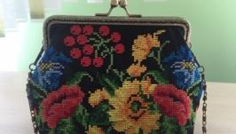 Вышитая сумочка , косметичка
