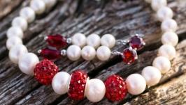 Браслет з натуральних перлів з красними кристалами