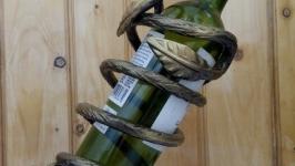 Кована підставка до вина