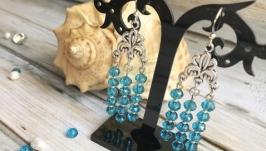 Яркие голубые играющие серьги с хрусталем. Летние синие красивые сережки