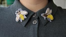 Брошь вышивка ручной работы ′Пчёлки′  значки на одежду  патчи
