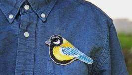 Брошь ′Синица′  вышивка ручной работы  значки на одежду