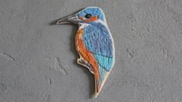 Брошь ′Птица - Зимородок′  вышивка ручной работы , значки на одежду
