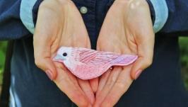 Брошь ′Птица′  вышивка ручной работы , значки на одежду