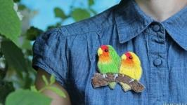 Брошь ′Попугаи - Неразлучники′, вышивка, значки для одежды