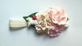 Повязка-ободок  на голову с персиковым и ровзвыми цветочками для девочки