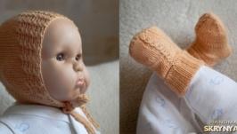 Для немовляти. В′язані шапочка і шкарпетки. Ручна робота.