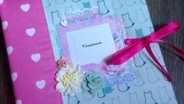 Нежный розовый альбом для фото с котиками и сердечками для девочки