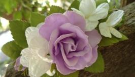 Веточка в прическу с сиреневыми розами и беленькой гортензией