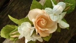 Веточка в прическу с бежевыми розами и беленькой гортензией