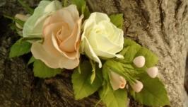 Веточка в прическу с бежевыми и молочными розами