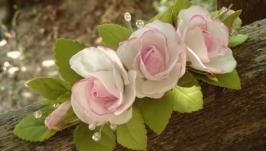 Веточка в прическу с розовыми розами и веточками из бусин