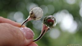 Двойное кольцо с земляникой и одуванчиком в сферах.