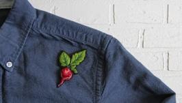 Брошь ′Редис′  вышивка ручной работы , значки на одежду