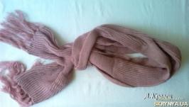 Вязаный шарф персикового цвета