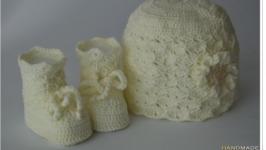 Комплект шапочка и пинетки ′Крем брюле′