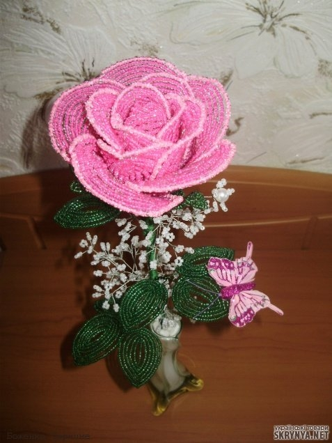 Роза на проволоке из бисера