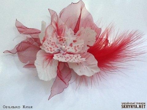Цветок с перьями на зажиме своими руками