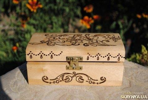Как украсит деревянную шкатулку