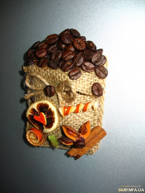 Магнитики на холодильник из кофейных зерен