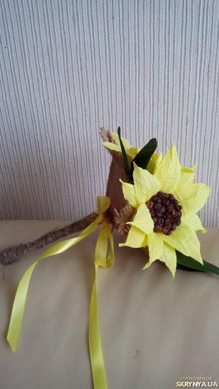 Цветок из бумаги внутри с конфетой