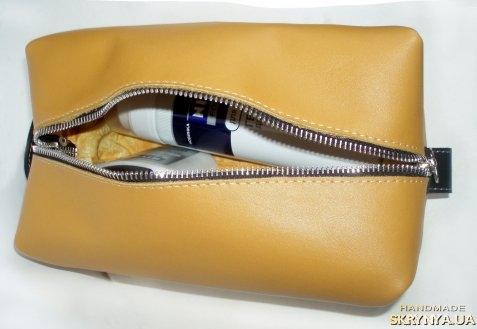 тут изображено Несессер кожаныйдорожная косметичка