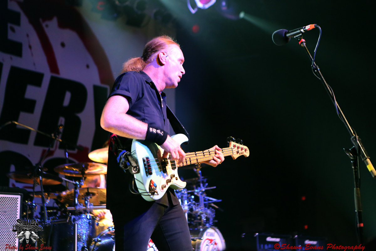 Winery Dogs 18