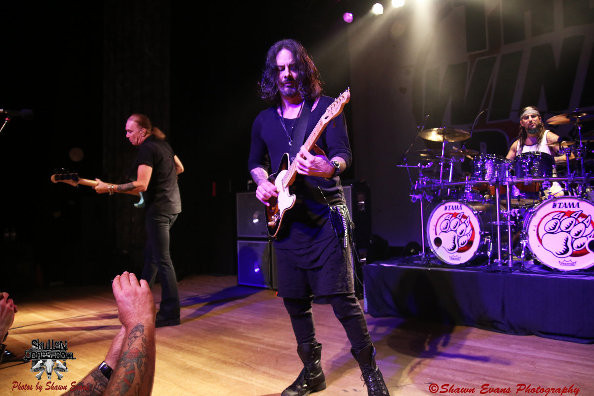 Winery Dogs 28