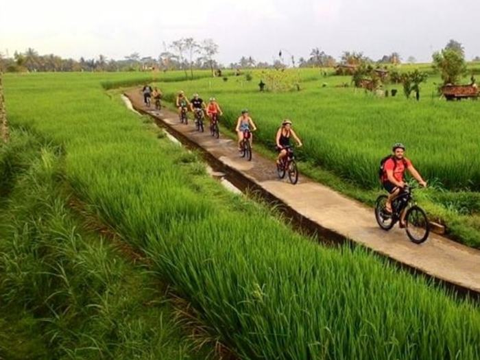 Tegalang cycling tour