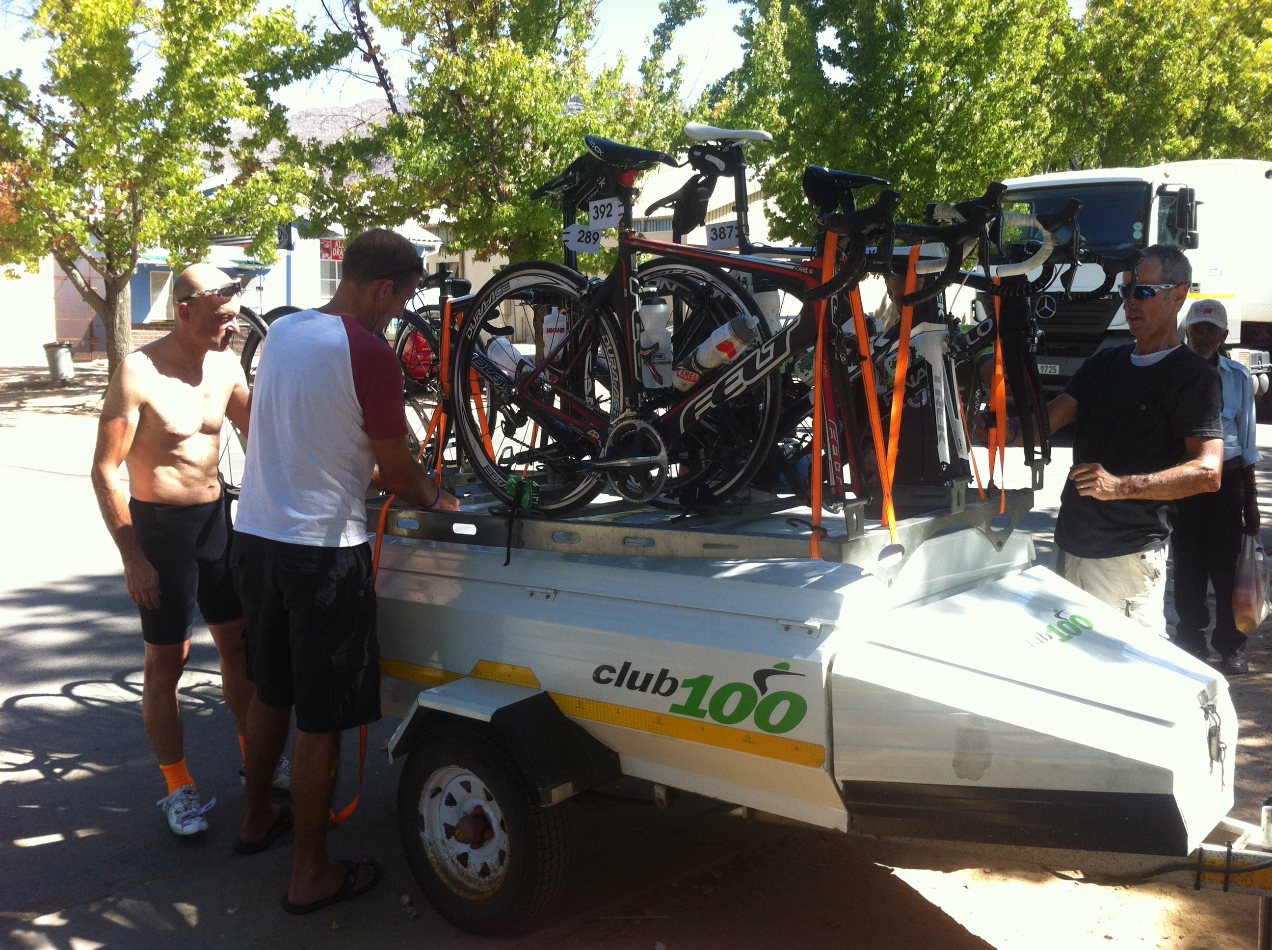 loading the trailer, end of Day 2, Tour de Boland, Op te Berg