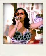 03_katy_perry_x_custom_a_morir_candy_glasses_kp3d_launch_party