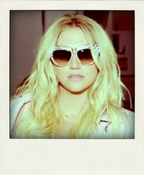 Kesha_x_fischer.png_-_picasa_photo_viewer_322015_93525_pm.bmp-pola