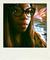 Estelle_x_dando_a-morir_eyewear-pola
