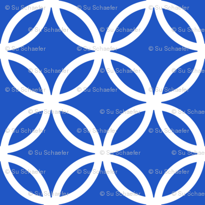 Chinese fretwork, circles, white on blue by Su_G