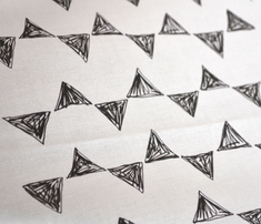 Rrblack_and_white_triangles_comment_285430_thumb