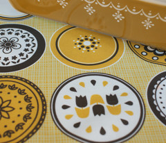 A Retro Plateful of Patterns