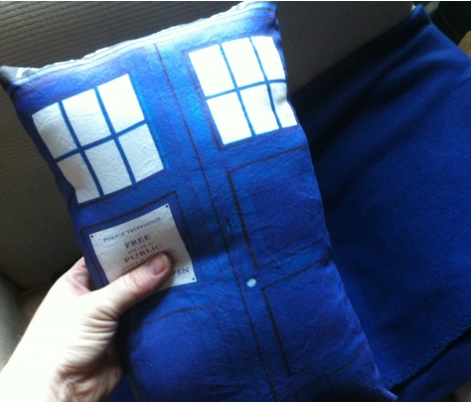1363169_tardis_pillow_pattern__blue__comment_211862_preview