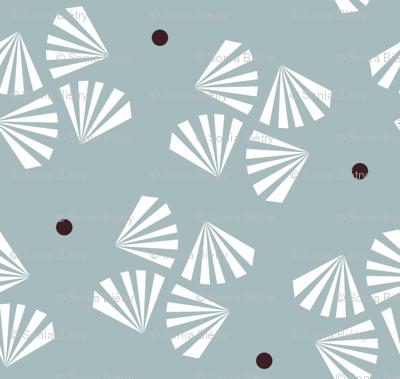 Grey flower / brown dot