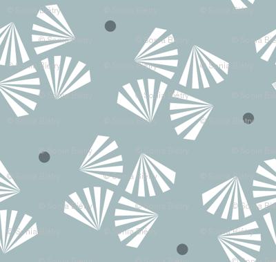 Grey flower / dark grey dot