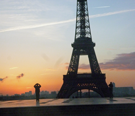 Sunrise at Eiffel Tower