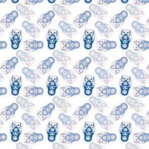 poupée_russe_twist_bleu_fond_blanc_S