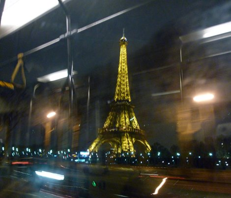 Rreiffel_tower_from_72_bus__paris