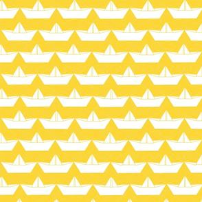 paper_boat_blanc_bord_jaune_L