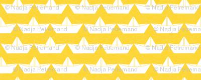 paper_boat_blanc_bord_jaune_M