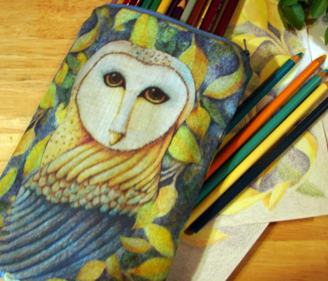 A zippered owl pencil case